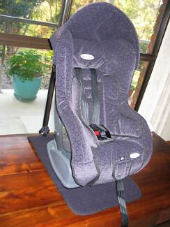 SAFE & SOUND COMPAQ CAR SEAT.