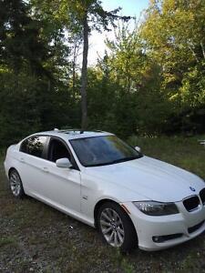 2011 BMW 3-Series Exécutive package Berline