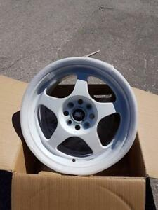 spoon style 15x 7.5 +33 4x100 in white brand new in box