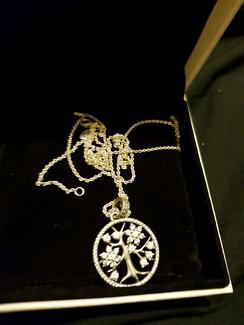 Pandora tree of life necklace with box
