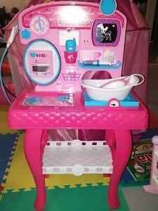 Barbie vet/salon