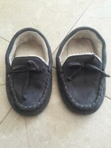 SLIPPER/SANDALS/BOOTS/SHOES FOR TODDLER SIZE8-9