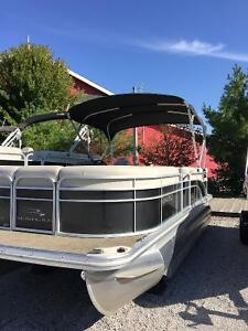 BENNINGTON PONTOON 50HP Yamaha 4 stroke