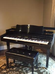 Digital Baby Grand Piano with USB - Mint Condition