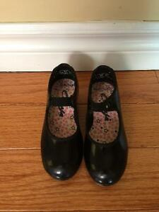 Dance: Tap shoes size 9 girls