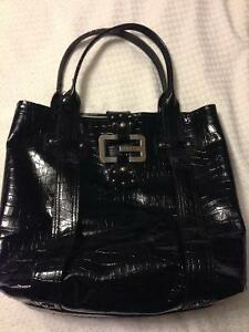 4 Guess Purses For Sale Oakville / Halton Region Toronto (GTA) image 4