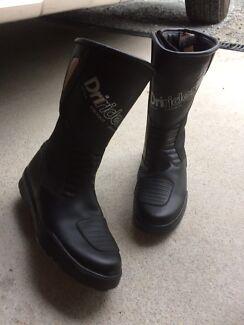 Dri Rider. Boots.