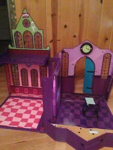 Monster high School and Doll house