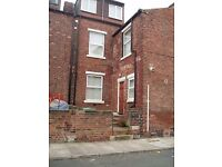 2 bed part furnished flat to rent Luarel Place - Armley.