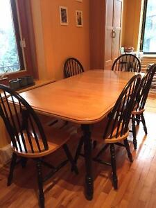 Super nice real wooden dinning table + 5 chairs