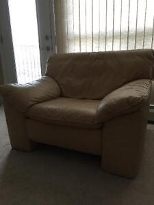 Comfy and stylish leather chair