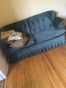 Couch w pull out bed