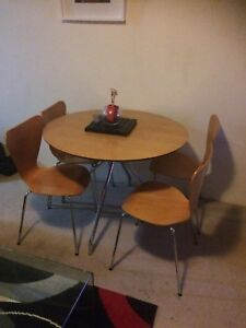 Table and chairs Randwick Eastern Suburbs Preview