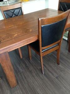 CorLiving DiningSet absolutly like new extendible table 4 chairs