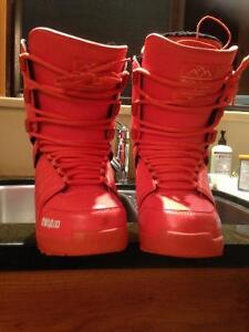Womens size 8 Burton lashed, worn once