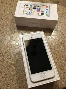 Like new iPhone white/silver 5s no contract