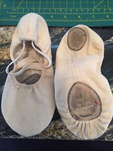 Leather soled Ballet slippers child size 1.5 great condition