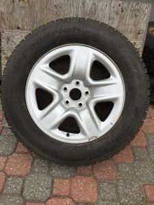 1 Jante 17 po Toyota et pneu d'hiver à vendre, 1 Spare 17 in Rim