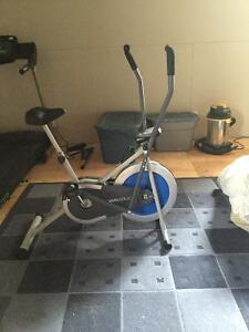 Bicycle d'exercice et tapis roulant
