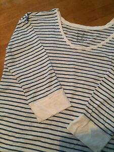 GAP Maternity Top (size-medium)  - Great Condition - (cheap)