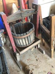 Presse a vin ( raisin ) West Island Greater Montréal image 3
