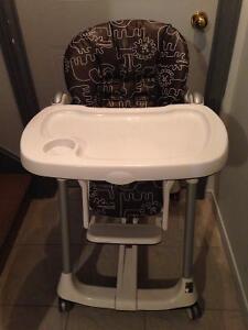 Chaise haute-poussette-booster