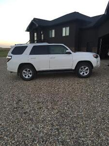 2015 Toyota 4Runner SR5 SUV loaded