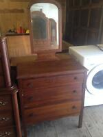 Beautiful Solid Wood Antique Style Dresser & Mirror