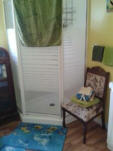 FURNISHED ROOM FOR RENT/WEEKLY/available  Immediately