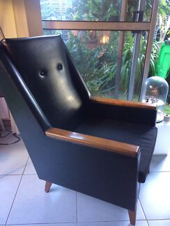 Wanted: Retro lounge chair with a stool