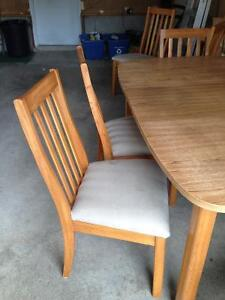 Table with 6 wooden chairs Cambridge Kitchener Area image 4