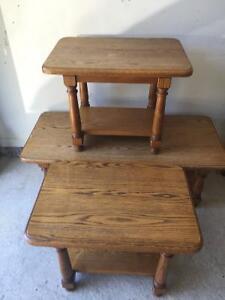 3 Tables de salon en chêne  massif