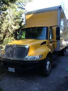 2008 International 4300 LP, 21' Cube Van