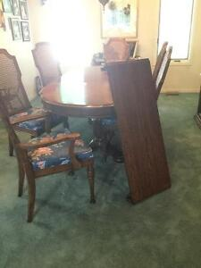 Dining room Table Chairs and China cabinet Kitchener / Waterloo Kitchener Area image 1