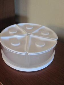 RUBBERMAID Lazy Susan plus 5 Pie Shaped Storage Containers