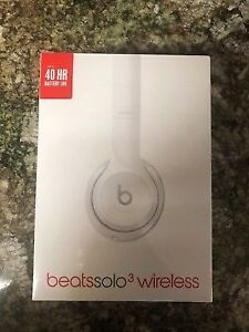 • B• NEW / SEALED Apple Beats By Dre Wireless Solo 3 Headphones