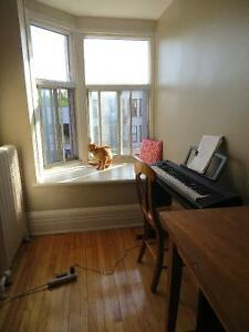 Roommate in **veggie** apartment for Sep 1- Mile End!