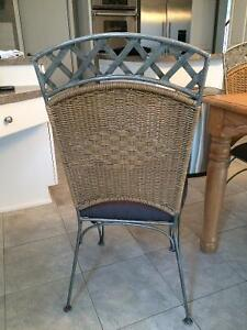Solid wood kitchen table with 6 chairs West Island Greater Montréal image 3