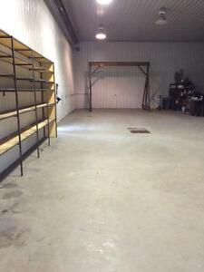 1750 sq ft shop bay for immediate lease