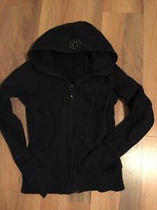 ***LULULEMON*** BLACK HOODIE PERFECT COND. SIZE 4