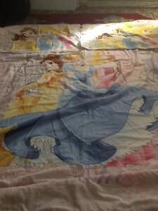 Un couvre lit double de 5 pièces de prencesse pour fille comme n