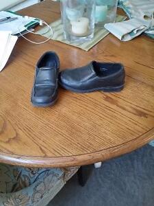 Bpys size 2 black dress shoes