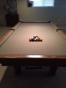 Dufferin Pool table and accesories (4.5 X 9)