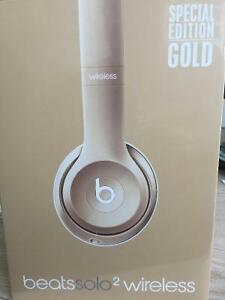 Beats Solo2 Wireless Headphones Special Edition Gold