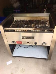 3 FT EMBERGLO CHARBROILER GRILL ( LIKE BRAND NEW )