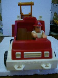 Vintage Fisher Price Hook & Ladder Fire Truck # 319 (1978)