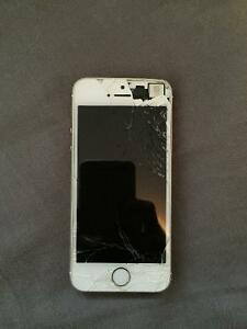 Cracked screen iPhone 5s