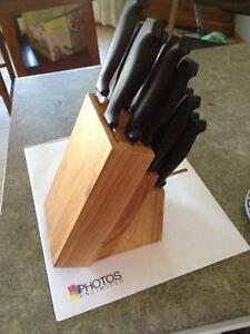12 PIECE KNIFE SET IN WOOD BLOCK FOR SALE.