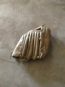 Used baseball glove...size small London Ontario image 2