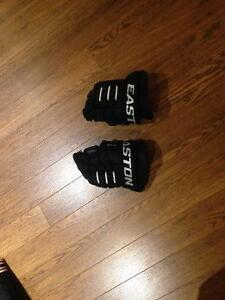 EASTON BOYS GLOVES